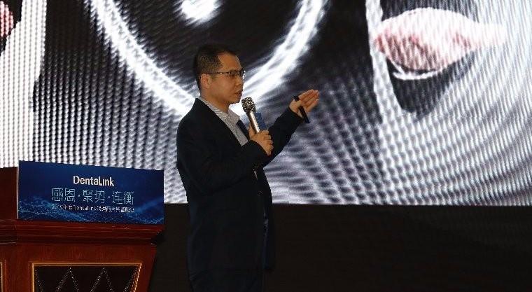 蔡小彬发表演讲