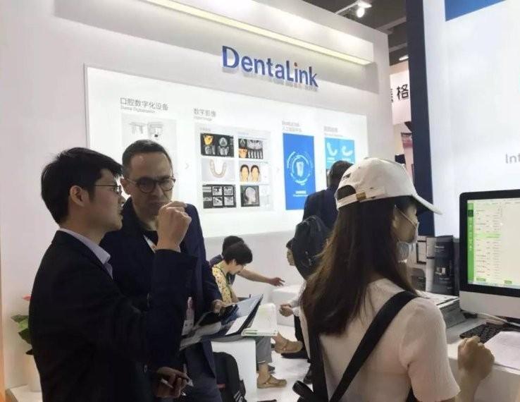 国外牙医在咨询DentaLink牙医管家软件